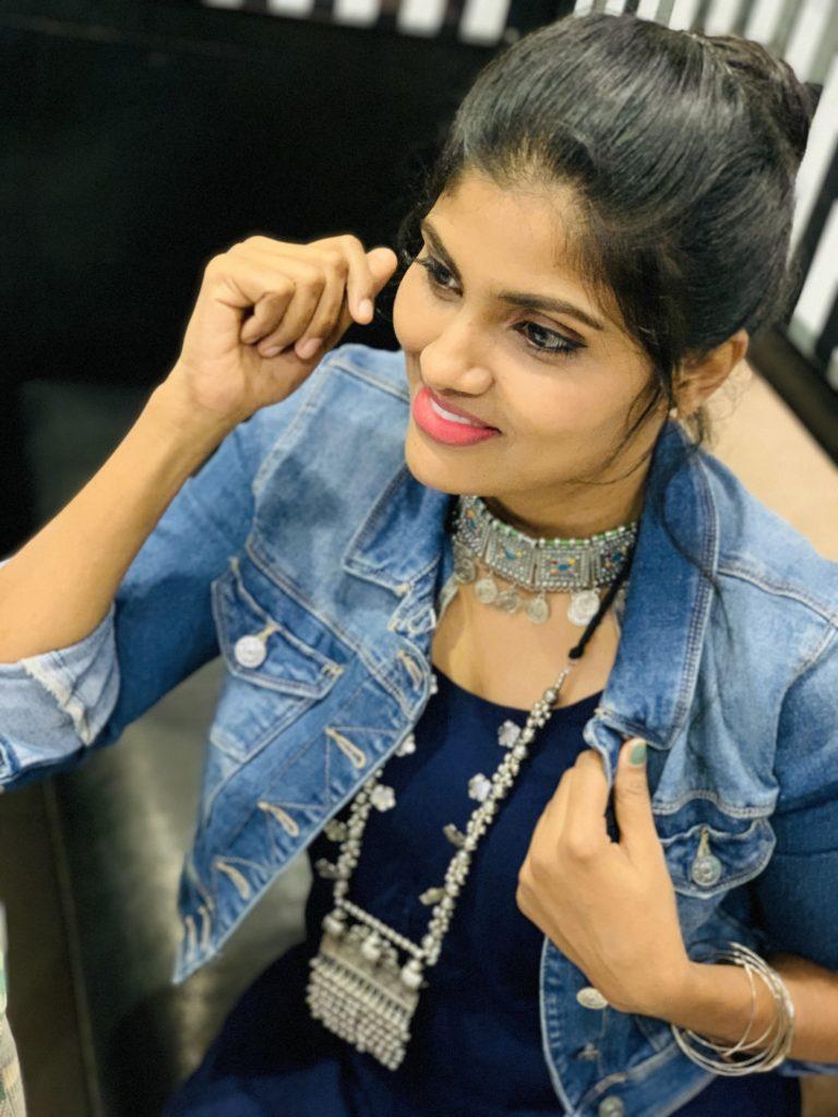 Saranya - Fashion Influencer on Instagram