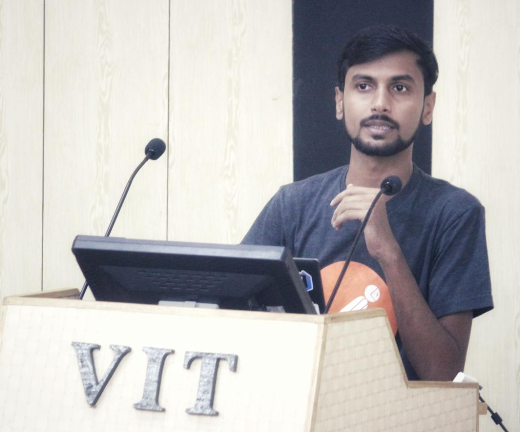 Vinit Shahdeo sharing his IT career journey
